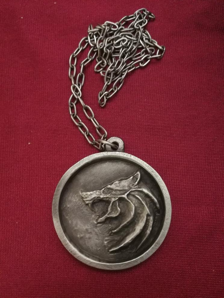 Medallón Geralt de Rivia The Witcher Netflix