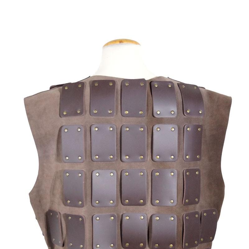Tabardo reforzado con placas de cuero 7030