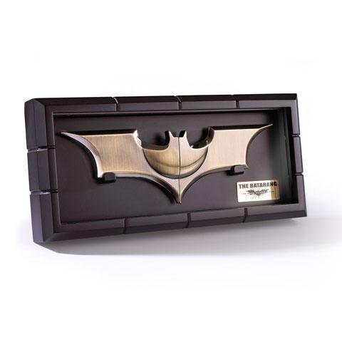 BATARANG EN EXPOSITOR - BATMAN BEGINS & THE DARK KNIGHT NN4129