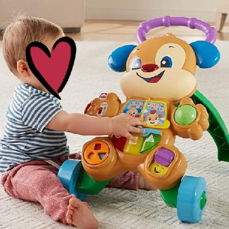 bebé jugando con correpasillos