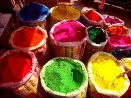 Polvos de color o gulal utilizados en el Holi